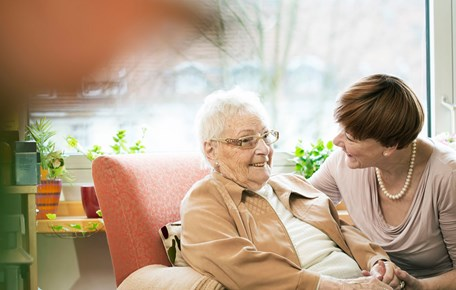 5 Helpful Caregiving Tips for Those Living With Dementia