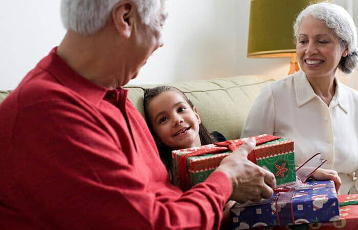 Tips for Happy Holidays When Your Loved One Has Dementia